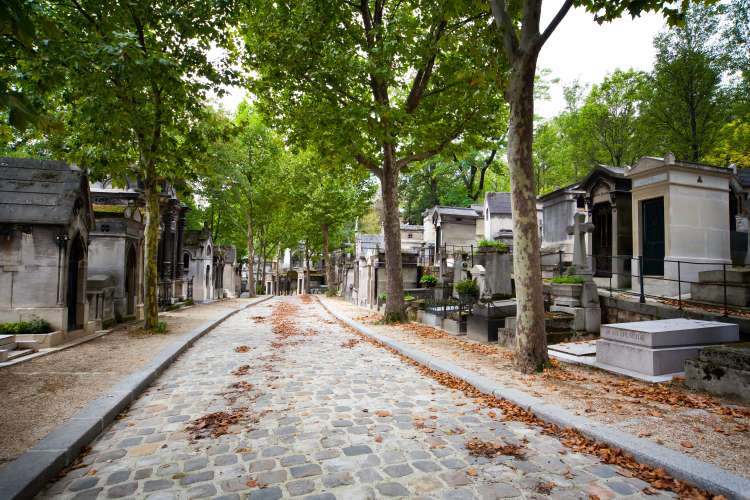 Cobbled alley at Pere Lachaise cemetery
