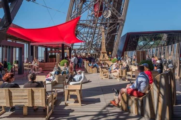 Ephemeral Summer terrace in the 1st floor of the Eiffel Tower