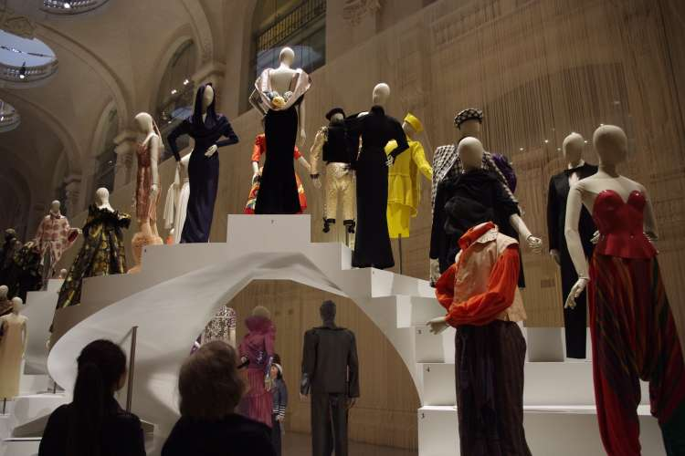 FASHION FORWARD, Trois siècles de mode