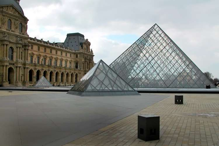 private visit conference historical guided tour Louvre museum , pyramide , paris , monument , exclusive visit Louvre ,