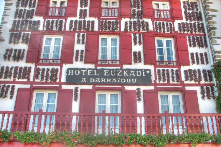 Hotel_Euskadi_02_HDR_(1809434704)